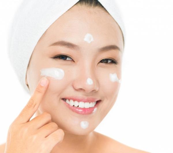 Sử dụng kem dưỡng da phụ nữ hàn quốc và nhật bản