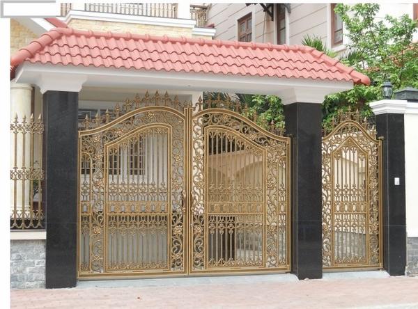 Tránh cổng nhà đối xung với con đường