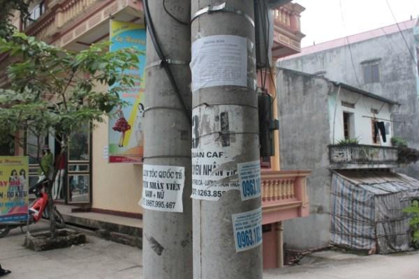Cổng nhà tránh đối diện cột điện
