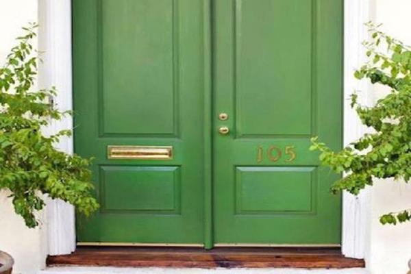 Cửa chính nên mở ra hay mở vào - cửa chính cần có màu sắc phù hợp