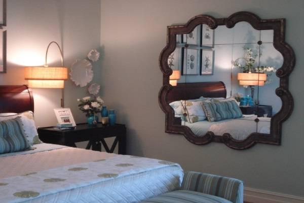 Có nên đặt gương đối diện cửa phòng ngủ không?