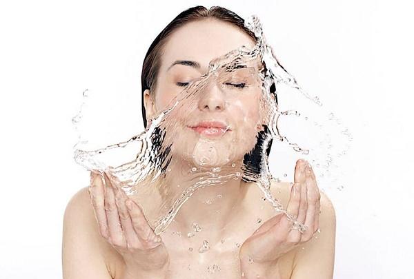 Sử dụng gel rửa mặt