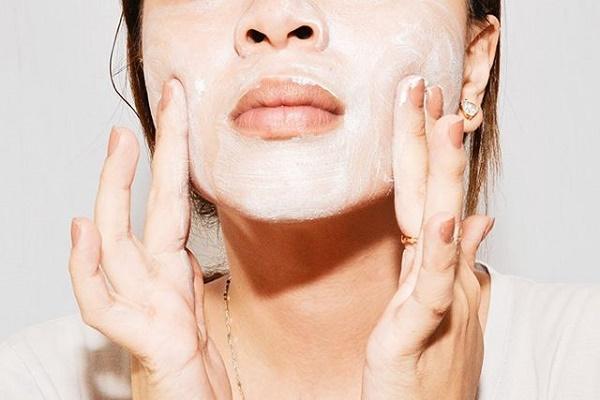 Tẩy tế bào chết là cách làm sạch da nhờn