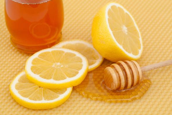 Sử dụng dầu dừa, mật ong và chanh