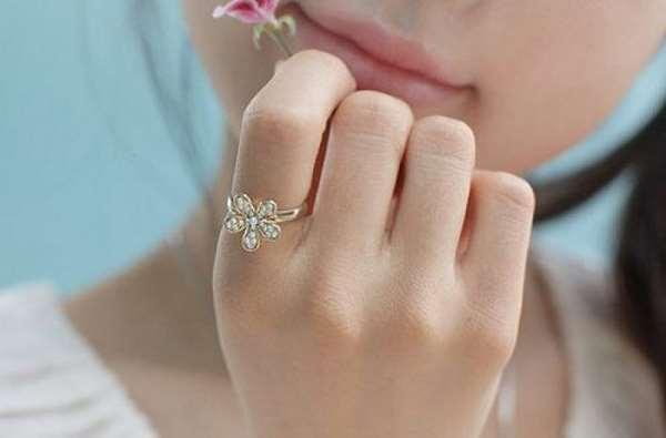 Ý nghĩa của việc đeo nhẫn ngón trỏ