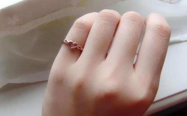 Ý nghĩa của việc đeo nhẫn ngón út
