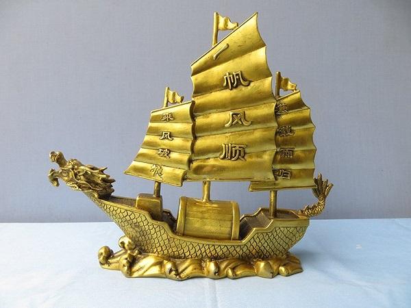 Thuyền buồm đầu rồng