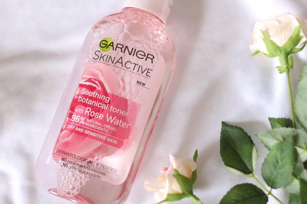 Nước hoa hồng giúp giảm stress, căng thẳng.