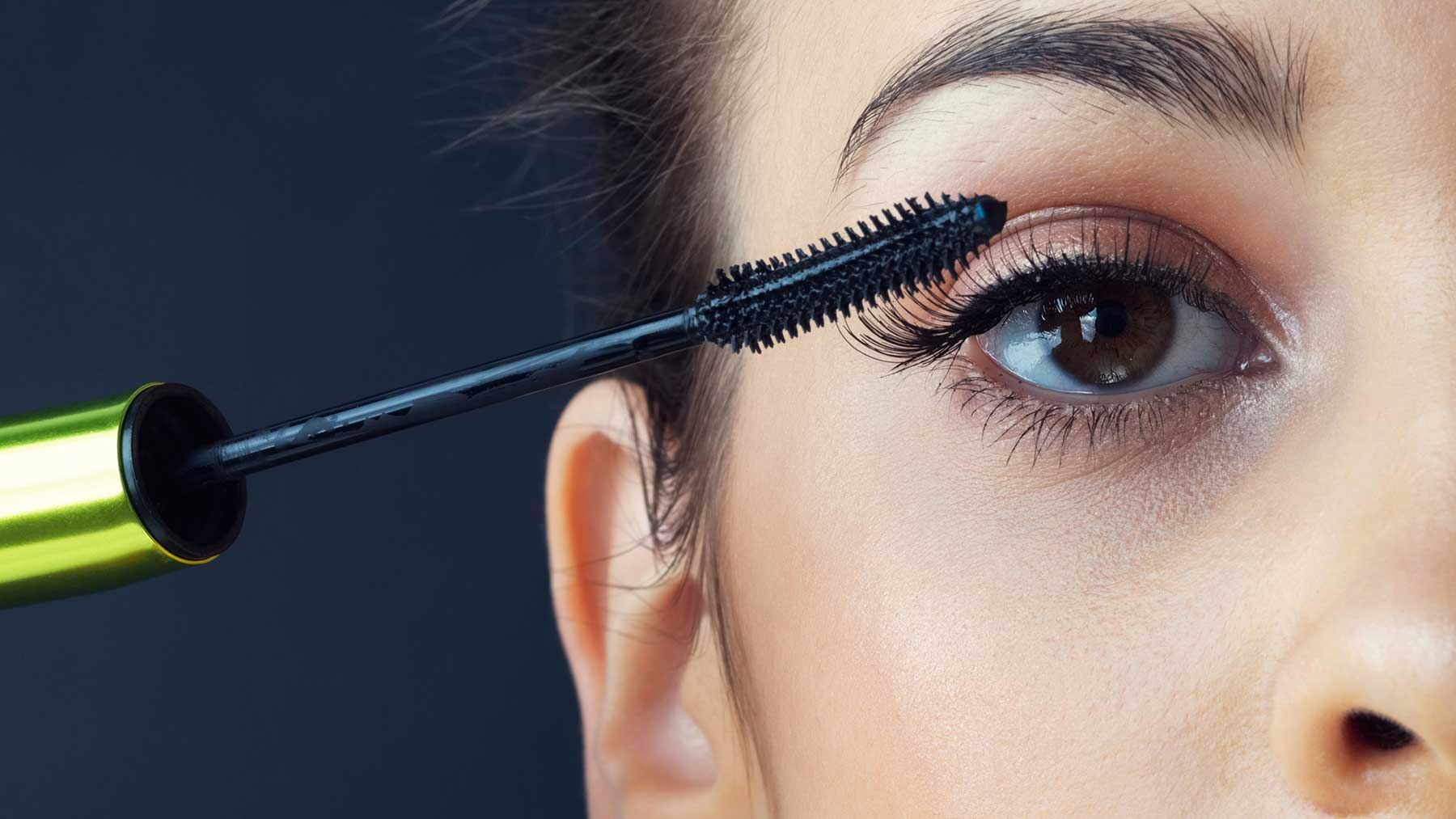 Sử dụng Mascara và EyeLiner với lượng vừa nhỏ